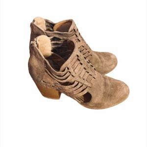 Women's Qupid Neutral Tan Heeled Ankle Booties